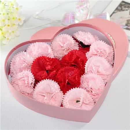 定州肥皂花:13朵红粉搭配康乃馨