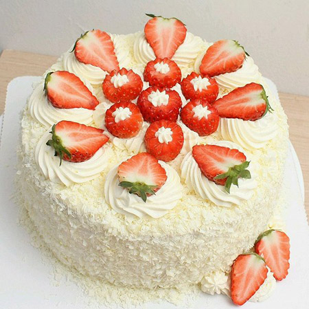 富阳网络订蛋糕:草莓幸福快乐